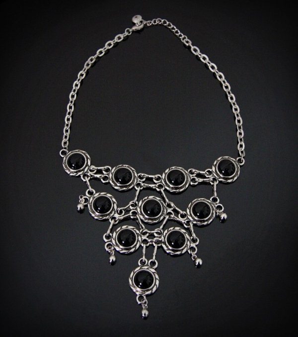 Kolia z Onyksami - biżuteria gotycka, klasyczna kolia z kamieniami półszlachetnymi