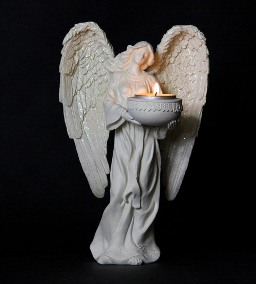 Anioł Świecznik - figurka anioła niosącego świecę