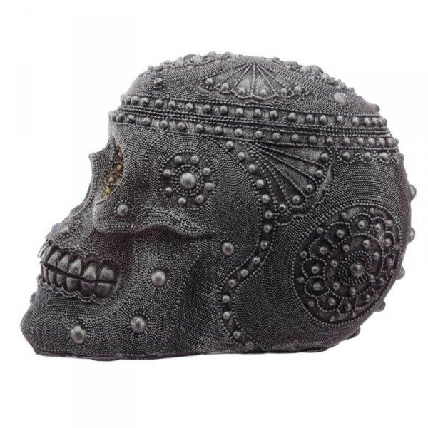 figurka dekoracyjna - czaszka czarno-srebrna rzeźbiona, ozdobiona kryształkami i koralikami