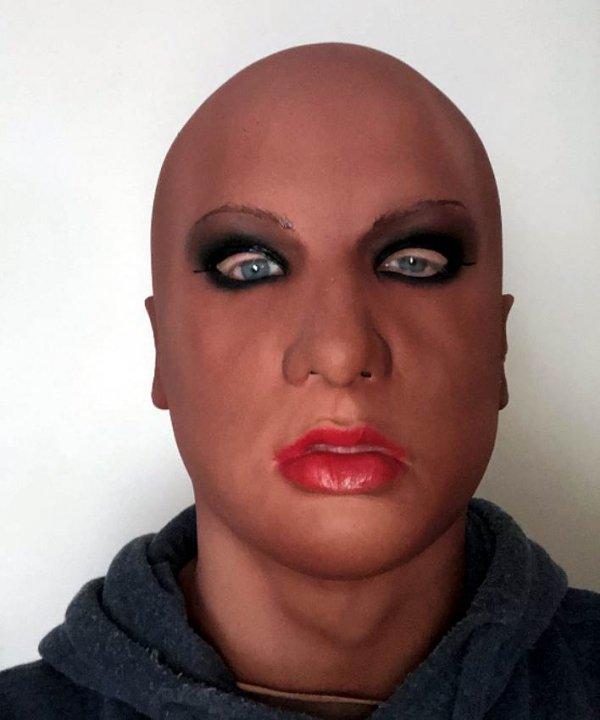 Cienoskóra, młoda dziewczyna realistyczna maska