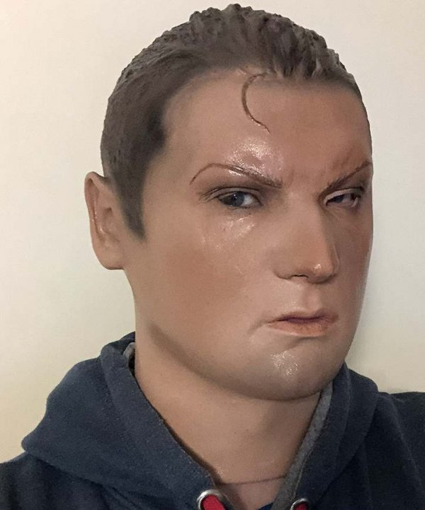 Chłopak Anton maska