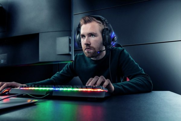 SŁUCHAWKI TRUST GXT 460 Varzz Illuminated Gaming