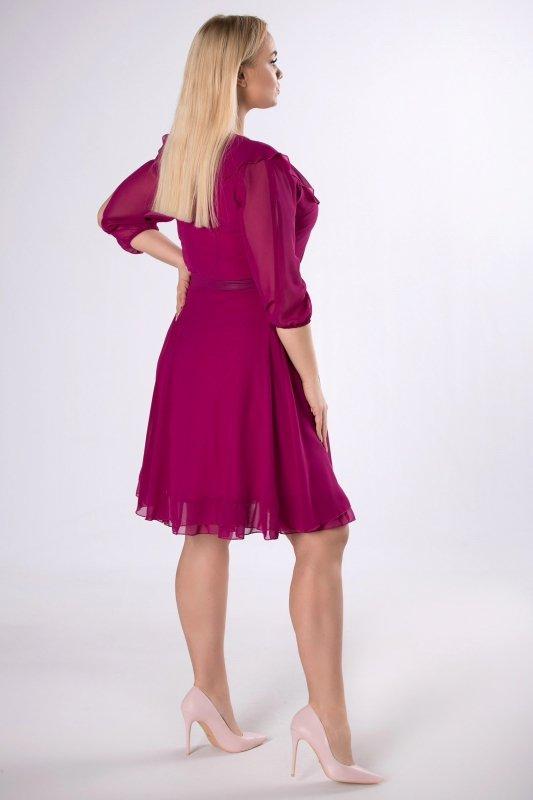 rozkloszowana sukienka z z falbaną