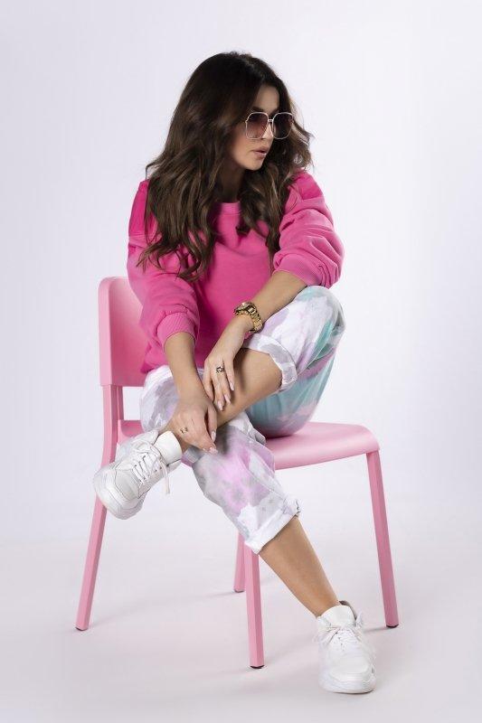jeansy z farbowaniem