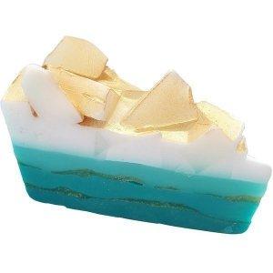 BOMB COSMETICS - Golden Surf Soap Cake mydło glicerynowe 140g