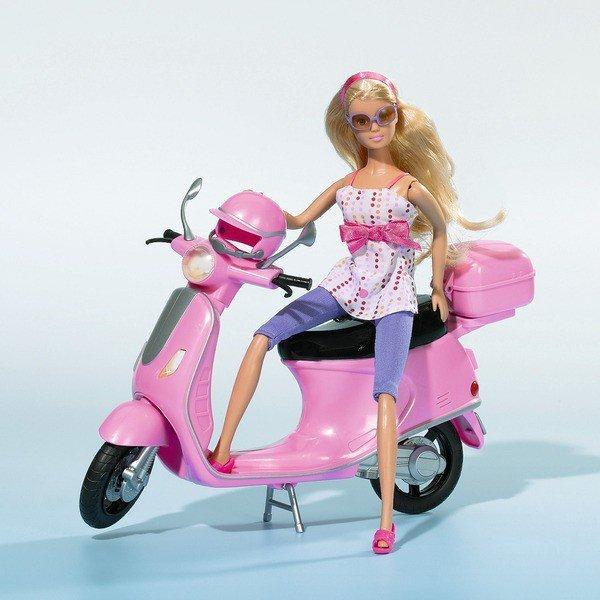 Lalka Steffi na skuterze