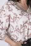 bluzka z brokatową lamówką przy dekolcie