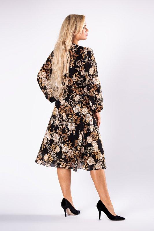 sukienka z kopertowym zapięciem i wiązaniem w pasie