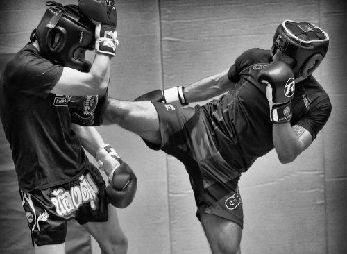 Jak dobrać kask bokserski?