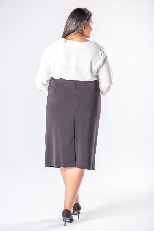 ołówkowa spódnica z ozdobnymi przeszyciami