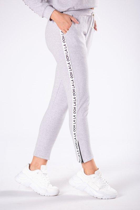 dresowe spodnie z logowanymi lampasami