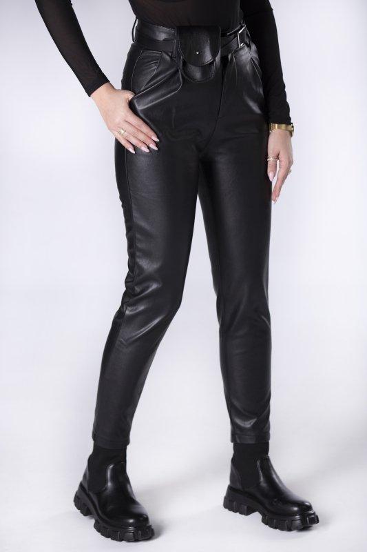 woskowane spodnie z wysokim stanem i dodatkową saszetką