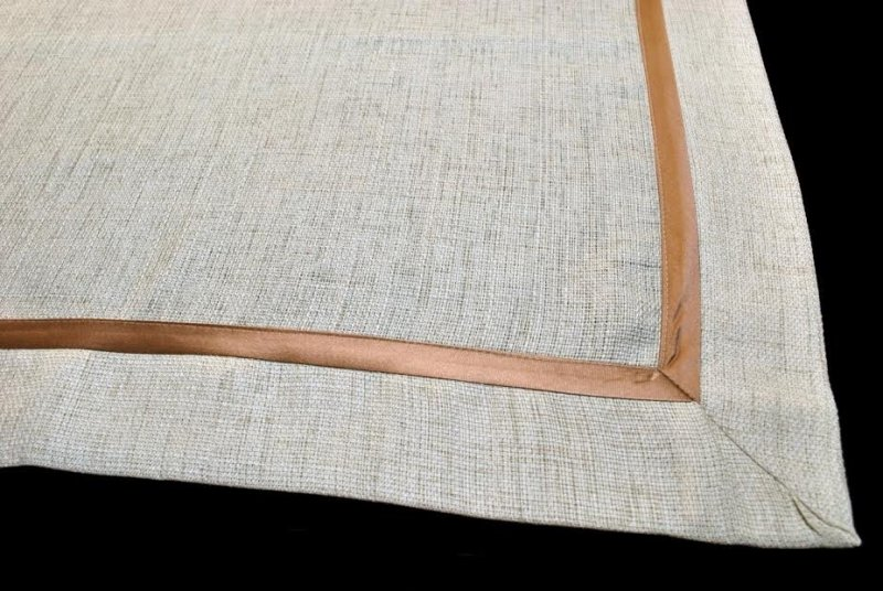 Obrus z lamówką  rozmiar 130x150 wzór beżowy (215)