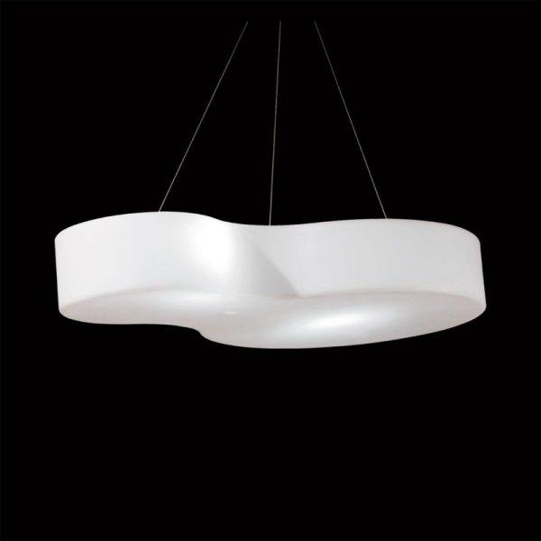 Nuvola to nowoczesna, funkcjonalna lampa wisząca zaprojektowana przez jedną z najlepszych projektantek włoskiego designu Defne Koz.