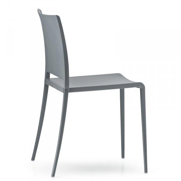 Krzesło Maya cechuje się niezwykłą prostotą i elegancją
