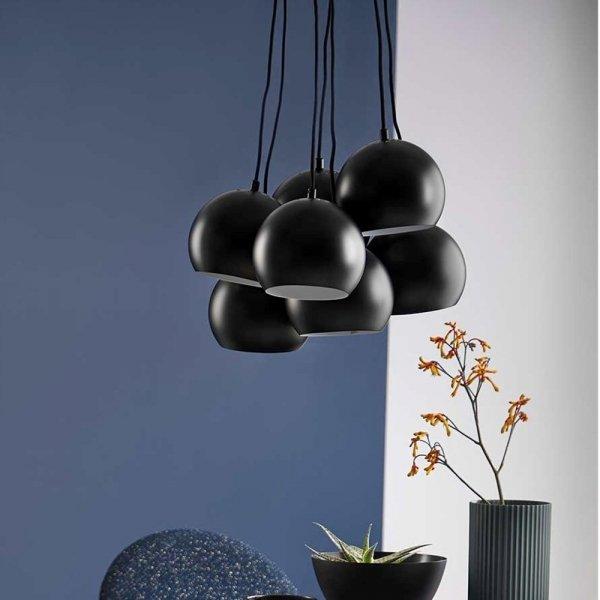 Nowowczesna lampa w kolorze czarnym