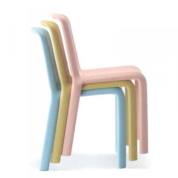 Krzesła dziecięce Pedrali Snow 303 Junior można sztaplować