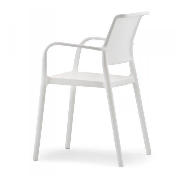 Piękne, minimalistyczne krzesło Pedrali do wnętrz i ogrodów