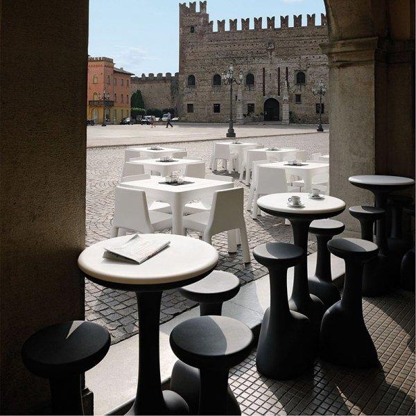 Stylowe stołki Armillaria w restauracji