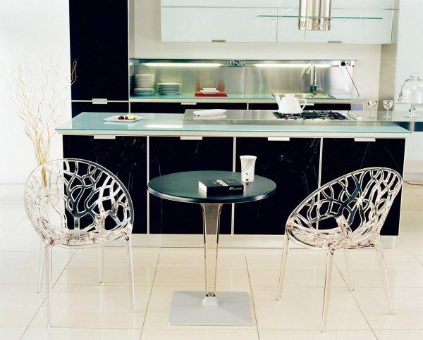 Crystal to piękne, designerskie krzesła o nowoczesnym stylu, które idealnie wpisuje się w każdą przestrzeń, wewnętrzną oraz zewnętrzną