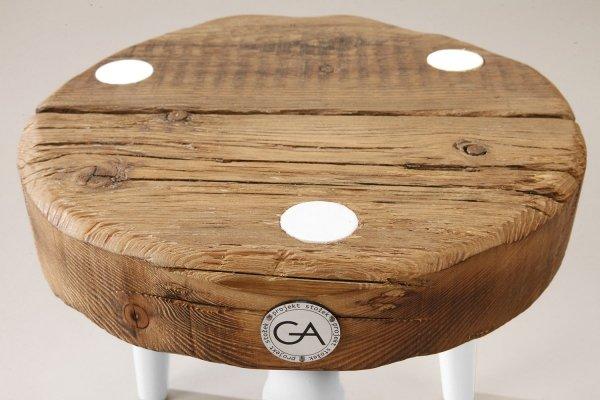 Stołek Dots Mini z białymi nóżkami Projekt Stołek