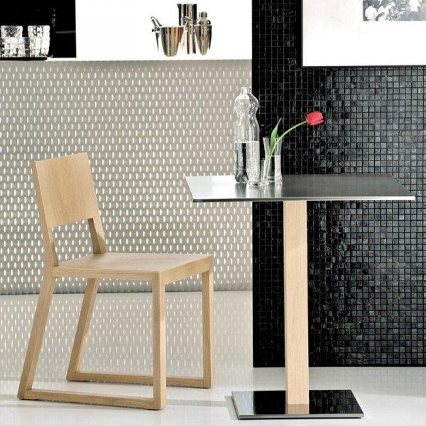 Drewniane krzesło do barów i restauracji marki Pedrali
