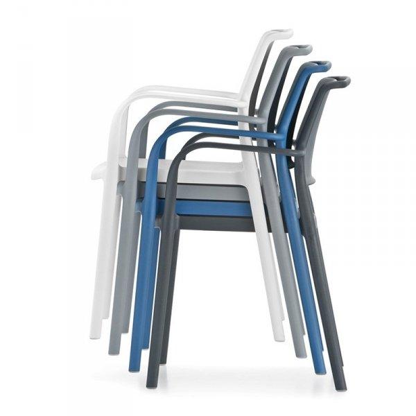 Krzesła Ara 315 Pedrali można sztaplować