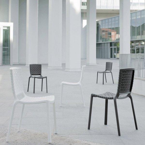 Stylowe krzesło Pedrali Tatami 305 do przestrzeni publicznych