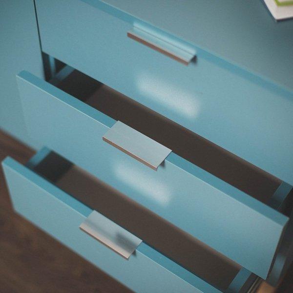 Bufet Minko Mini posiada 3 pojemne szuflady z uchwytami w 2 kolorach do wyboru
