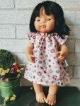 Olimi, sukienka dla lalki Miniland 38cm, różowe rozetki