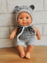 Olimi, kombinezon szydełkowy dla lalki Miniland 21cm, szary
