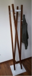 Wieszak stojący drewno/metal MI-6 orzech/biały