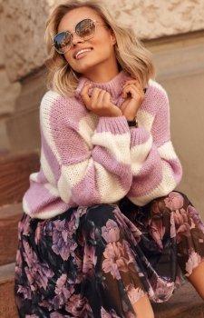Oversizowy sweter w paski lila S106