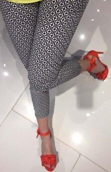 Lola Fashion spodnie cygaretki wzór 10