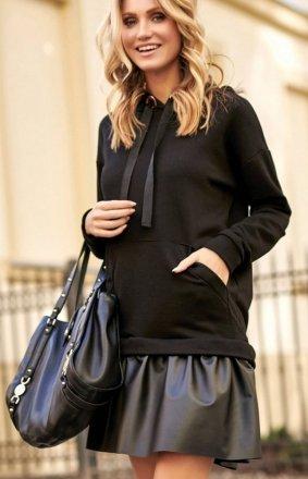 *Sportowa sukienka z eko-skórą Makadamia czarna M515