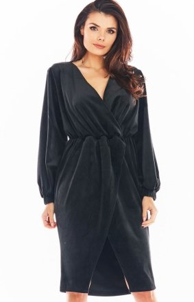 Welurowa sukienka kopertowa midi czarna A406