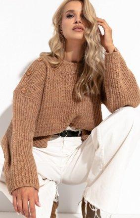 Oversizowy sweter z guziczkami karmelowy F1265