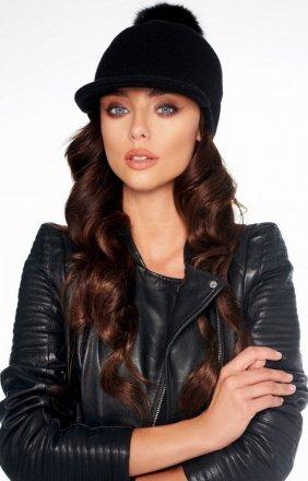 Wełniana czapka z daszkiem i pomponem LGK100