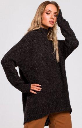 Swobodny sweter z golfem M468