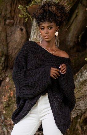 *Oversizowy czarny sweter damski F1256