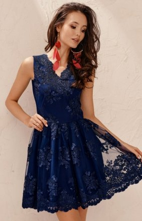 Elegancka rozkloszowana koronkowa sukienka