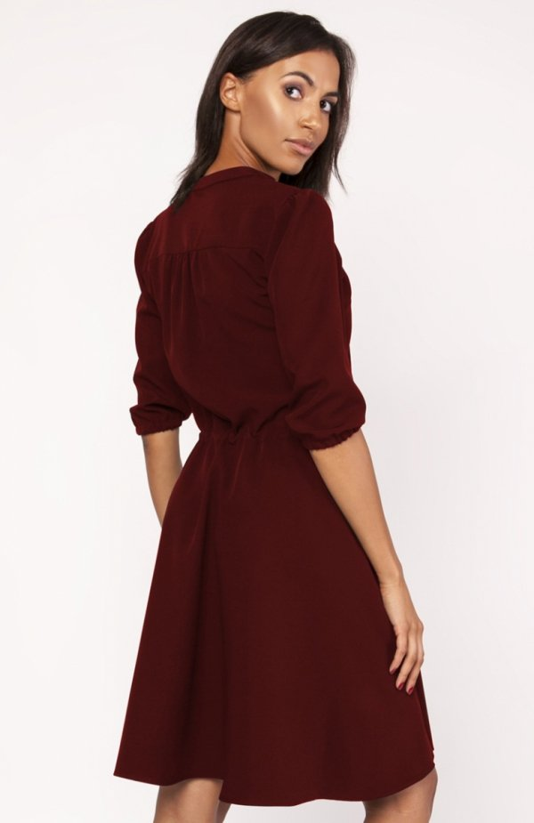 Sukienka o rozkloszowanym dole bordowa SUK156 tył