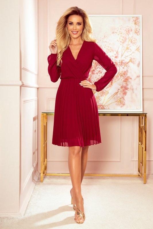 Elegancka bordowa sukienka z plisowaniem Numoco 313-8-1