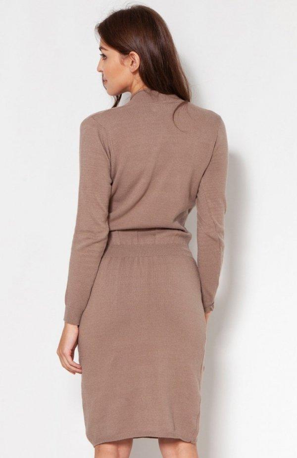 Swetrowa sukienka z kopertowym dekoltem mocca SWE136 tył