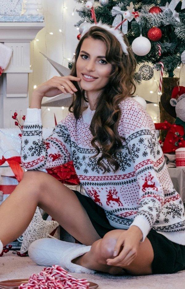 Ciepły świąteczny sweter biały wzór F855