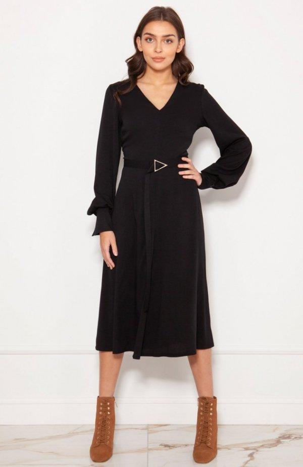 Sukienka z efektownymi rękawami czarna SUK189