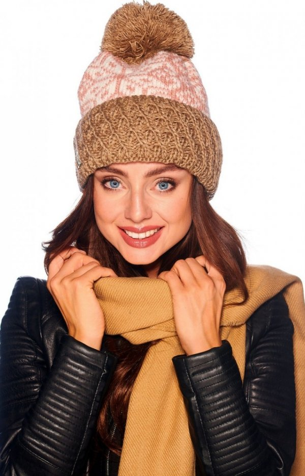 Ciepła czapka cappucino z pomponem LC108