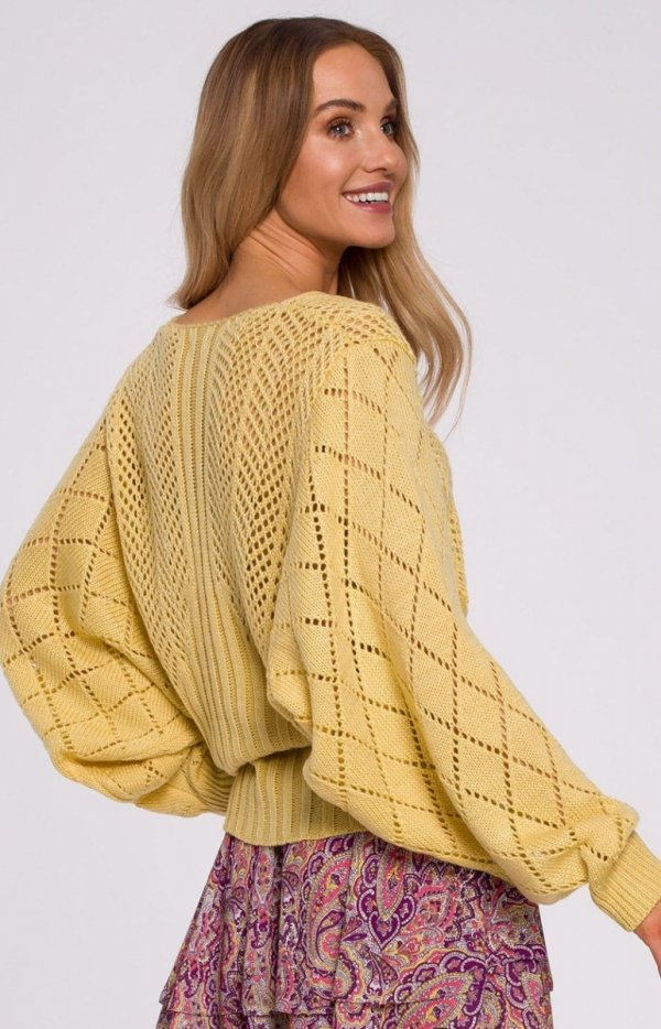 Lekki ażurowy sweterek M595 tył