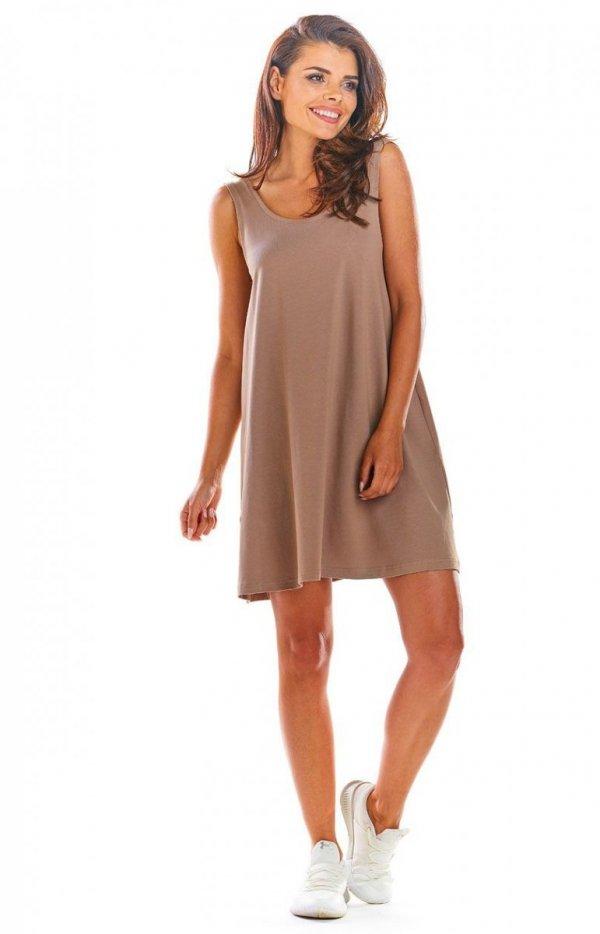 Luźna sukienka z dekoltem na plecach beżowa M204-1