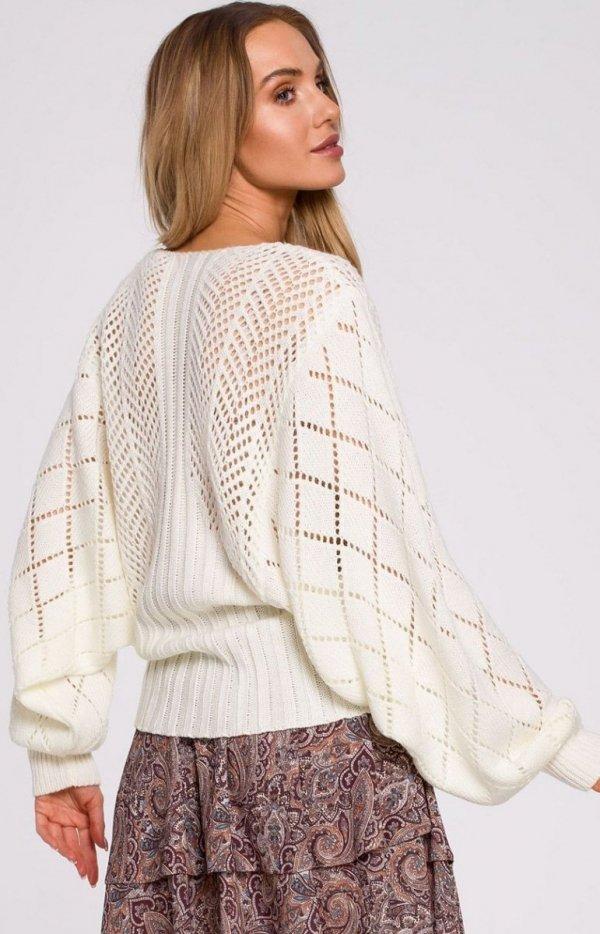 Lekki ażurowy sweterek ecru M595 tył